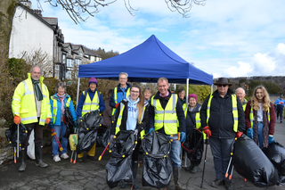 Tim and volunteers collecting litter in Grange