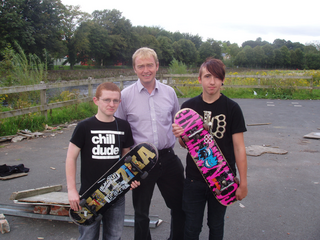 Tim with two of the teenagers from the skate park, Liam Mackinnon (right) and Ben Hyland (left).